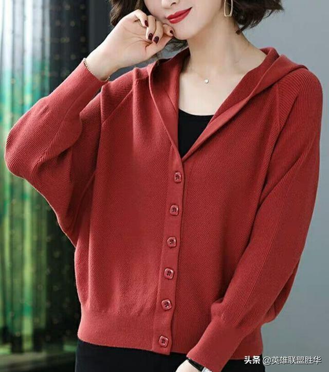 """今年流行一女装:叫""""小开衫"""",适合7080后女人,大气高雅特迷人"""