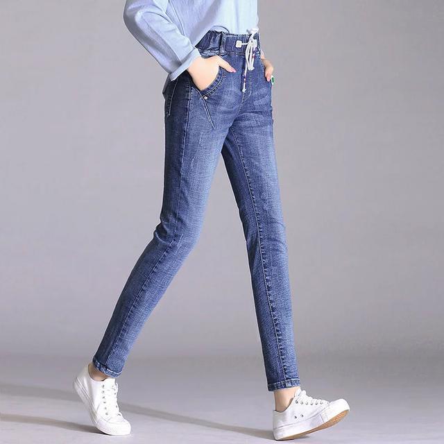 小个子的mm搭上这裤子,想不显高也难,显瘦遮肉又时髦