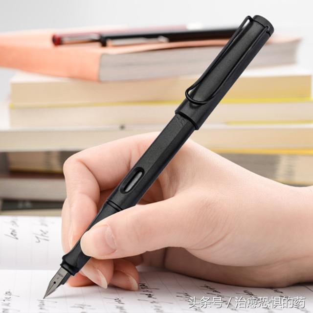 没基础的硬笔初学书法者,练字时该注意什么?选对钢笔很重要