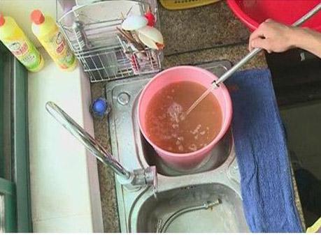 热水器半年不洗,比马桶还脏!教你1简单方法,清除水垢一干二净