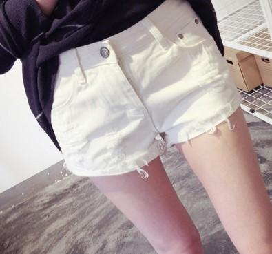 自带主角光环的牛仔短裤,暴露了你秀长腿的小心思