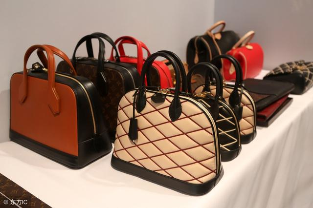 女人们出门必带的包包,随意放任意东西,时尚百搭又靓丽