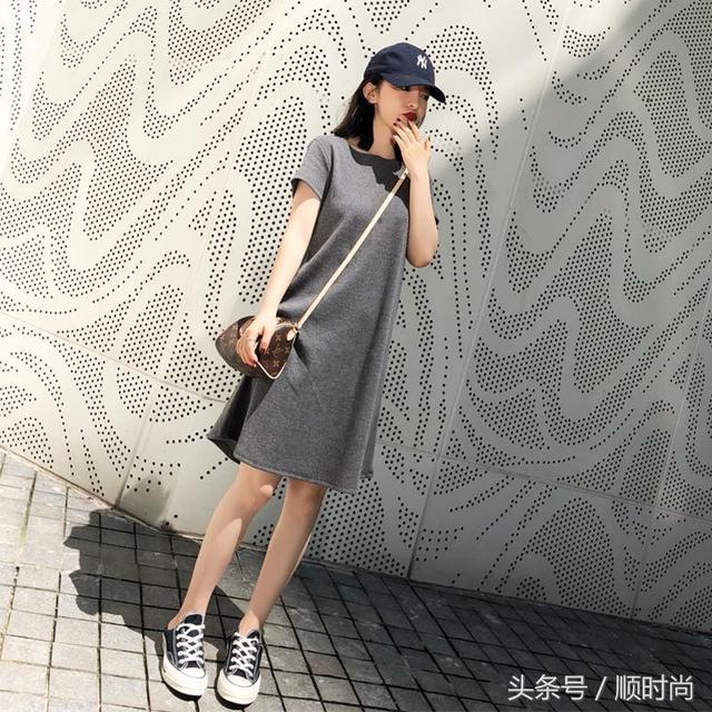 简单又时髦的连衣裙,防晒又清爽,是很多美眉的选择
