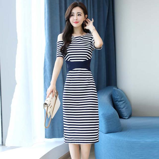 过了50岁的女人,这样的连衣裙最少要买5件,轻奢有格调,贼有面