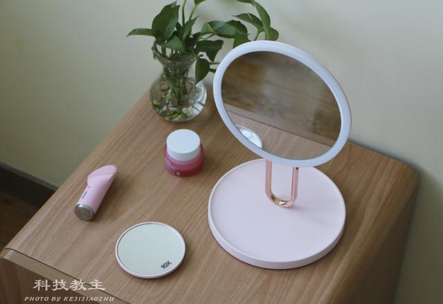 喜欢国际大牌产品的你,梳妆台上必备这款Fascinate斐色耐芭蕾镜