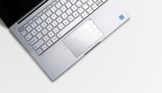 有了拉酷Nums超薄智能键盘加持,SurFace笔记本开始玩起了新花样