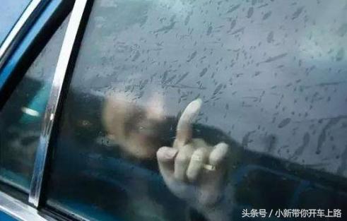 老司机教学:下雨车窗玻璃怎样处理