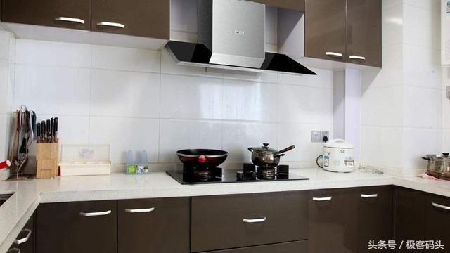 厨房油气缭绕,确定安大吸力抽烟机了?