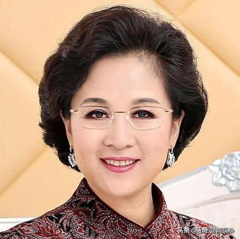 """中国将退出老花镜时代!""""无量镜""""问世,一目了然,人人买得起"""