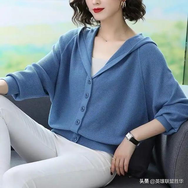 """有一种针织衫叫""""秋开衫"""",比毛衣优雅比外套华丽,现在穿正合适"""