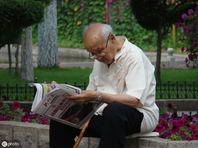 建议中老年人,别带老花镜,戴它,清清楚楚一副就够,时尚不显老