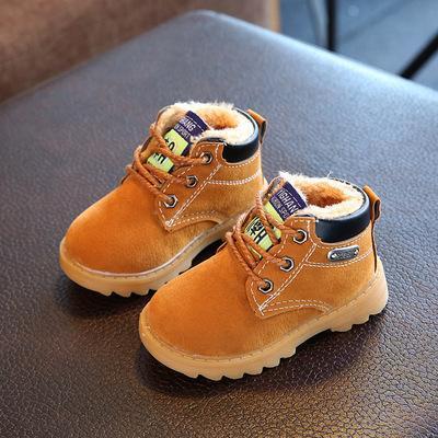 """冬天不要给孩子穿这种""""棉鞋"""",容易出汗打滑,很多家长不了解"""