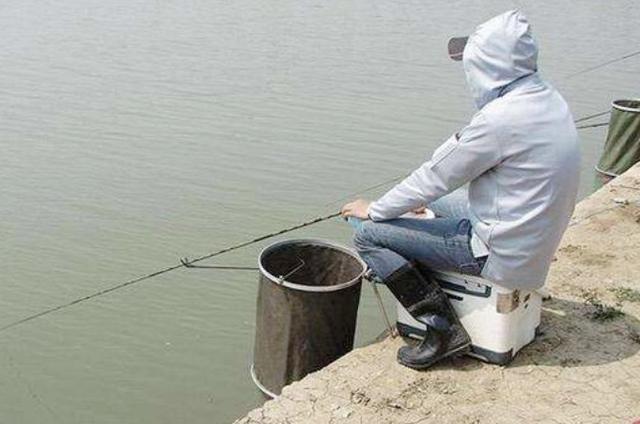 老渔民:秋冬野钓我从不含糊!只要多用这三招,上鱼速度太快了