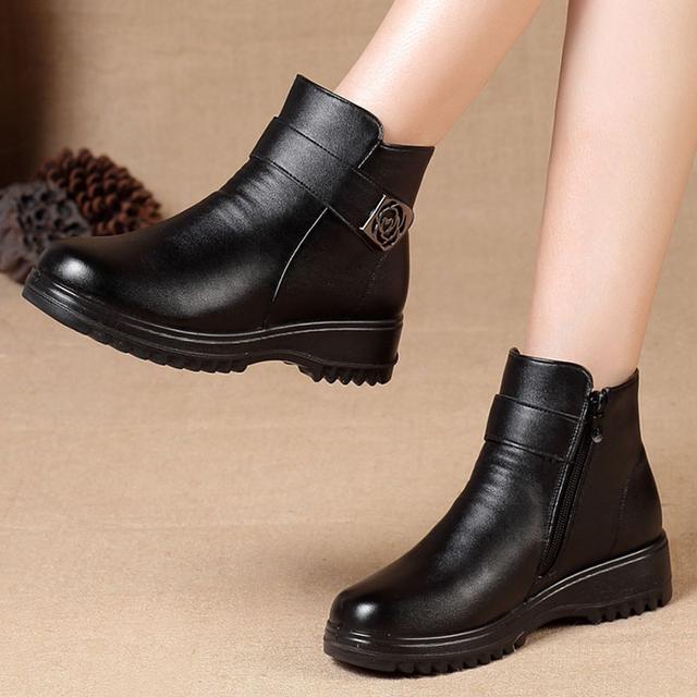"""不是所有妈妈鞋都土,惊艳上市的""""踏雪鞋"""",大雪前送妈妈正合适"""
