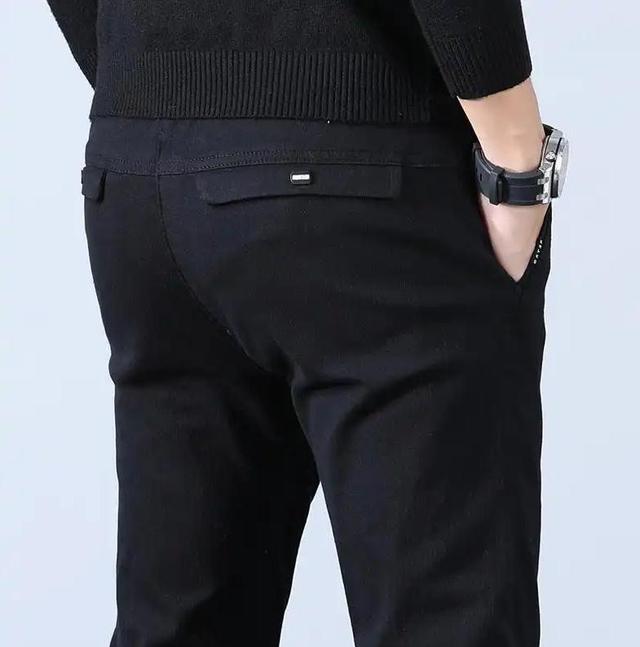 牛仔裤扔了吧,过时!当下开春新式男裤:散步裤,舒适不勒还不贵