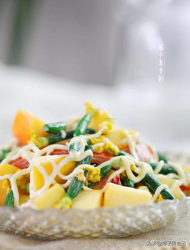 富含维C的油桃青柠沙拉,多种食材拌沙拉酱,营养方便,特别推荐
