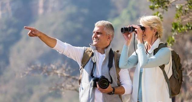 建议中老年人:不管到哪旅游,最好带上这4样,关键时刻作用大