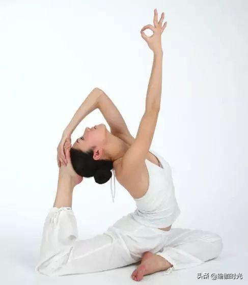 你脖子酸痛吗?7个瑜伽动作,缓解颈部紧张感