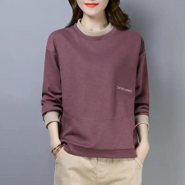 女人到了中年,建议多穿穿这几款卫衣,大气高雅特迷人,还减龄