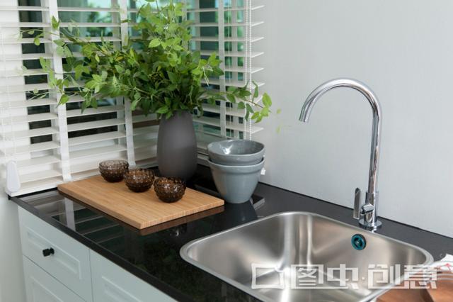 建议大家:厨房水槽别闲置,试试这样做,干净整洁又美观