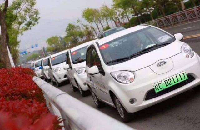 中国首批绿牌车现在咋样了?车主:悔恨莫及,早知道买燃油车了