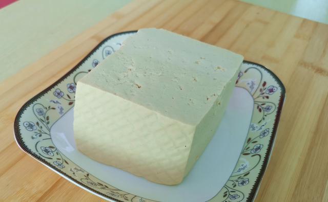 豆腐不用锅炸了,加2母鸡蛋,比吃肉都香,吃一次就忘不掉,上瘾