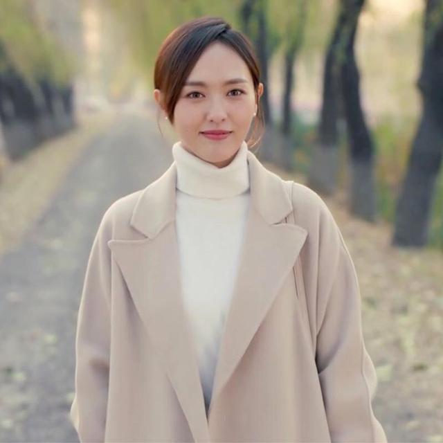 秋冬毛呢外套不可少,学学唐嫣单品选的时尚,搭配出来显瘦又优雅