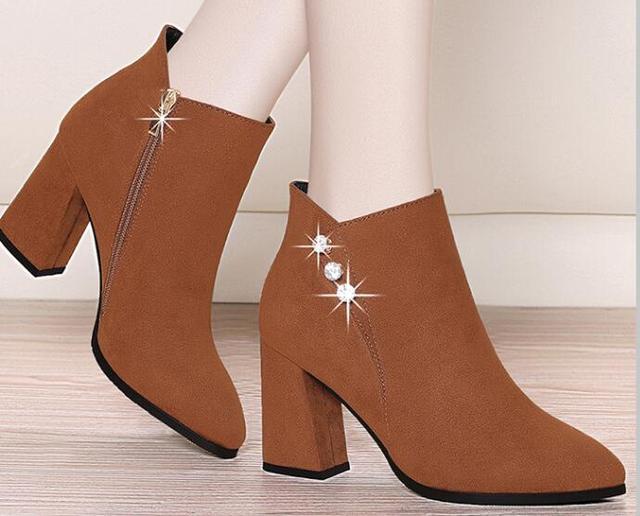 鞋子不要买太多,今年秋冬流行这3款,时髦百搭,走多远都不累脚