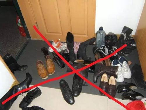 去了香港才发现门口都不打鞋柜了!瞧人家这样设计,现在学还不晚
