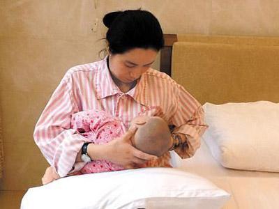 产后第一次给宝宝哺乳什么感觉?这些技巧和方法,让新生儿发育好