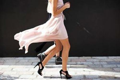 买鞋看脚型,女人脚型分这3种,选对鞋,时髦舒适,告别小短腿