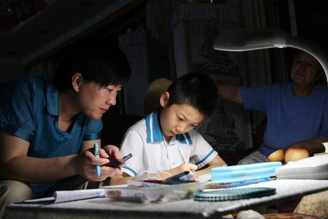 幼儿园让孩子用果蔬做动物,看到作业后,老师忍不住称赞:天才
