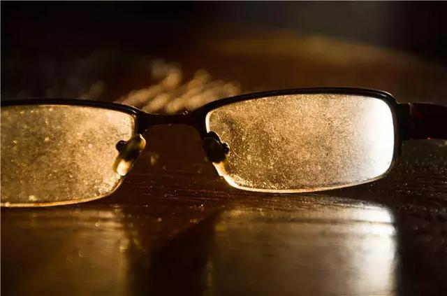 每分钟震动47000次,眼镜,大金链子扔进去,油污忍不住的往外窜