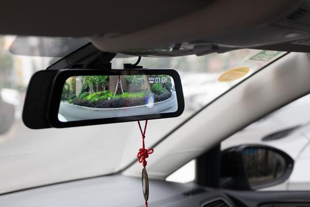 前后双录更安全:70迈流媒体车载行车记录仪体验