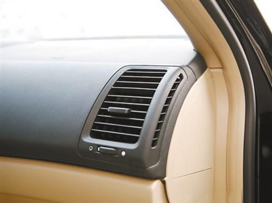 很多车主共同的烦恼,车内空调耗油太大,老司机教你一招轻松省油