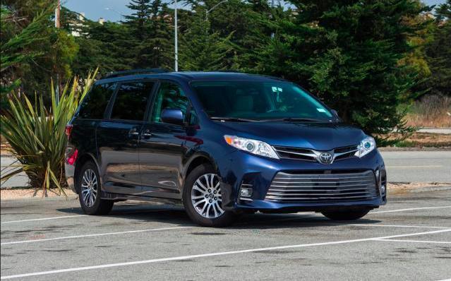 丰田家族纯进口四驱家用MPV车型,四个版本都有哪些不同?