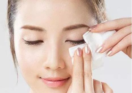 这几种行为最伤皮肤,很多人却天天做,难怪你的脸上长痘痘!