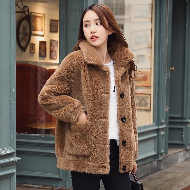 """大年初一穿什么?建议穿这""""羊剪绒""""大衣,配短靴,美的倾国倾城"""