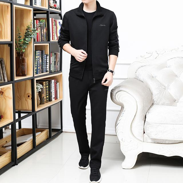 """建议中年男人,春天出门穿这""""运动服"""",五六十穿不显老,忒帅"""