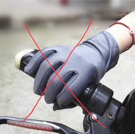 不得不说,这抗寒手套太高级了,保暖护手可触屏,人人都戴得起