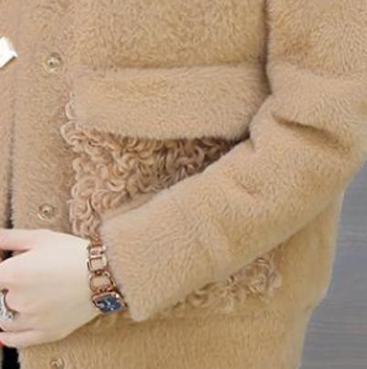 小个子女人看过来,今年主流羊羔毛外套+短靴,时髦减龄超美腻
