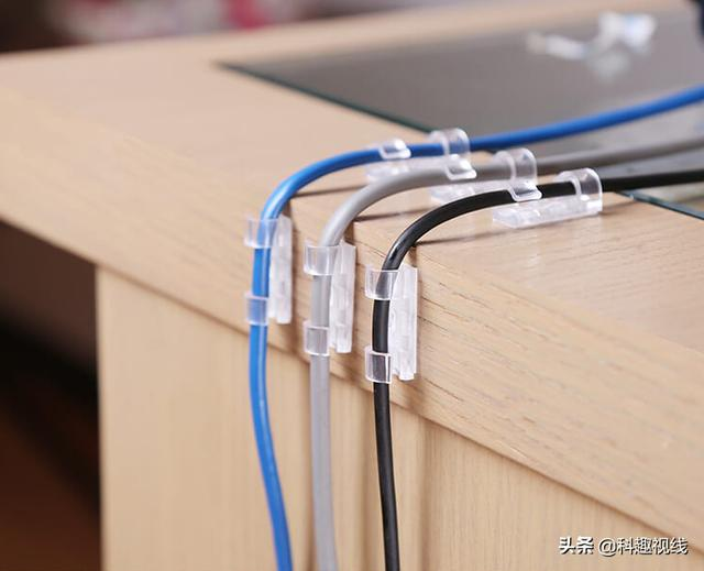 电脑线总是让人头痛,这款理线神器告别烦恼,让电源线规规矩矩