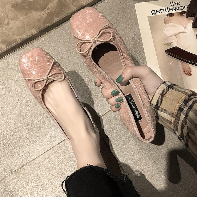 """老婆拥有一双""""美脚"""",从不穿高跟鞋!只穿这妈妈鞋,舒适又优雅"""