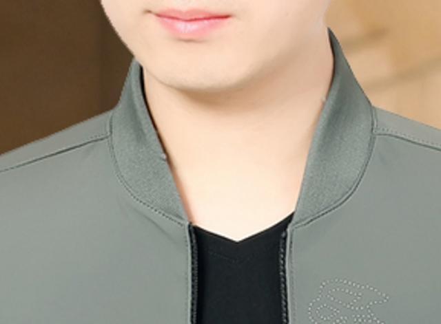 中国又出一男装,叫:薄夹克,60后男人穿,年轻像三十出头