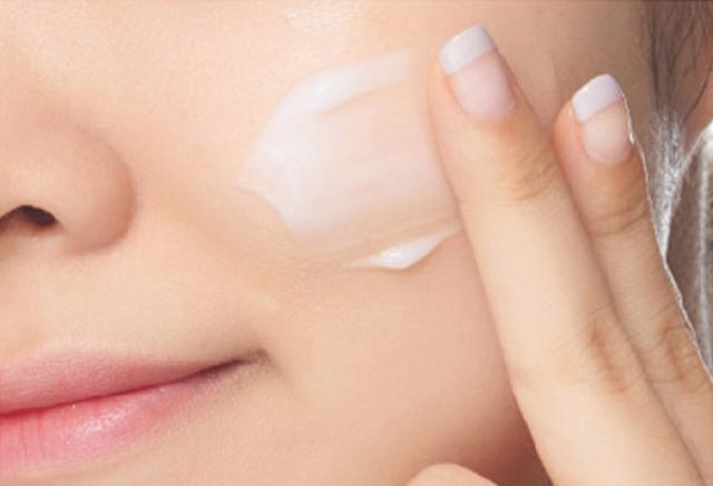 女人到了40岁,皮肤松弛有色斑?睡前做好这3件事,越活越精致