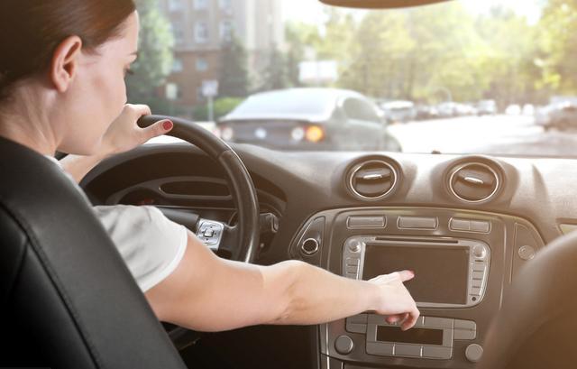 大部分人不抽烟,为什么点烟器却成汽车上的标配?原来还有这用途