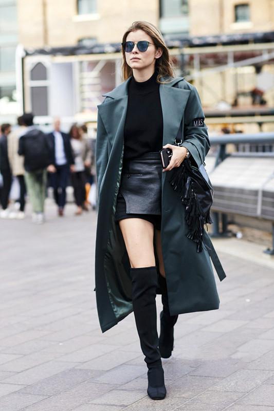 女人穿大衣时,尽量少搭这3双鞋子,显矮不说,还很掉档次